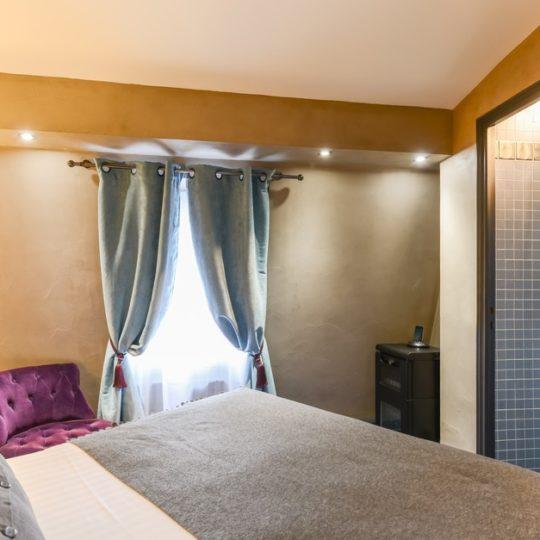 http://www.zehotel.fr/wp-content/uploads/2016/05/paris_hotel_tour_d_auverg_311758_JUL_9739-540x540.jpg