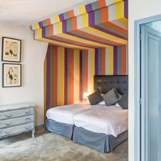 http://www.zehotel.fr/wp-content/uploads/2016/07/galerie-chambre-Ze-Hotel-MadeinParis-540x540.jpg