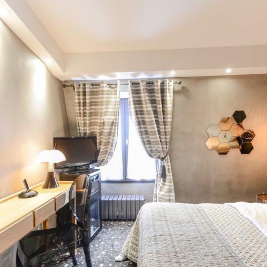 http://www.zehotel.fr/wp-content/uploads/2016/07/paris_hotel_tour_d_auverg_311758_JUL_9815-540x540.jpg