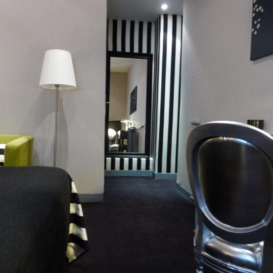 http://www.zehotel.fr/wp-content/uploads/2016/10/galerie-chambre5-Ze-Hotel-MadeinParis-540x540.jpg