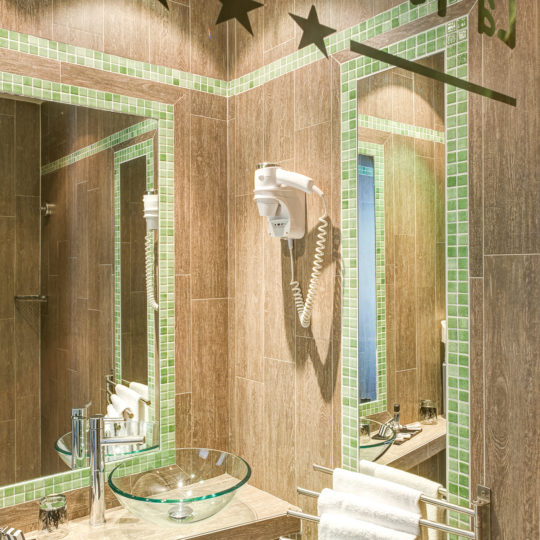 https://www.zehotel.fr/wp-content/uploads/2016/10/galerie-salledebain-Ze-Hotel-MadeinParis-540x540.jpg