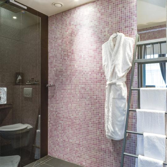 http://www.zehotel.fr/wp-content/uploads/2016/10/galerie-salledebain3-Ze-Hotel-MadeinParis-540x540.jpg