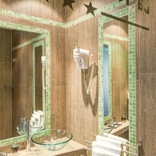 http://www.zehotel.fr/wp-content/uploads/2018/04/galerie-salledebain-Ze-Hotel-MadeinParis-540x540.jpg